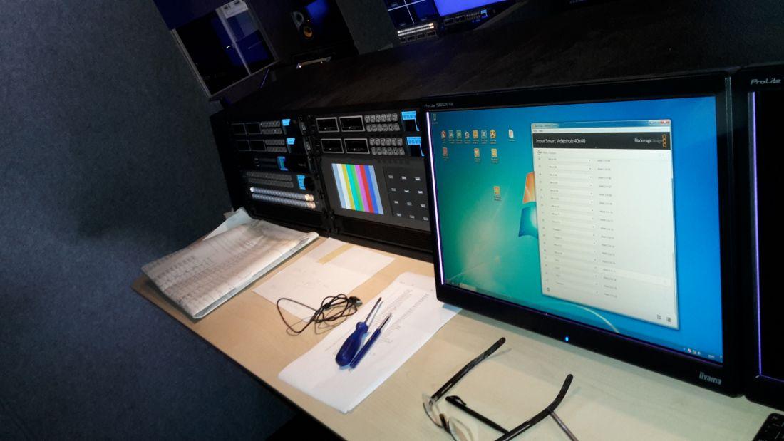OB 1:  UHD/ 4K 15 camera regie trailer binnen. REC unit.