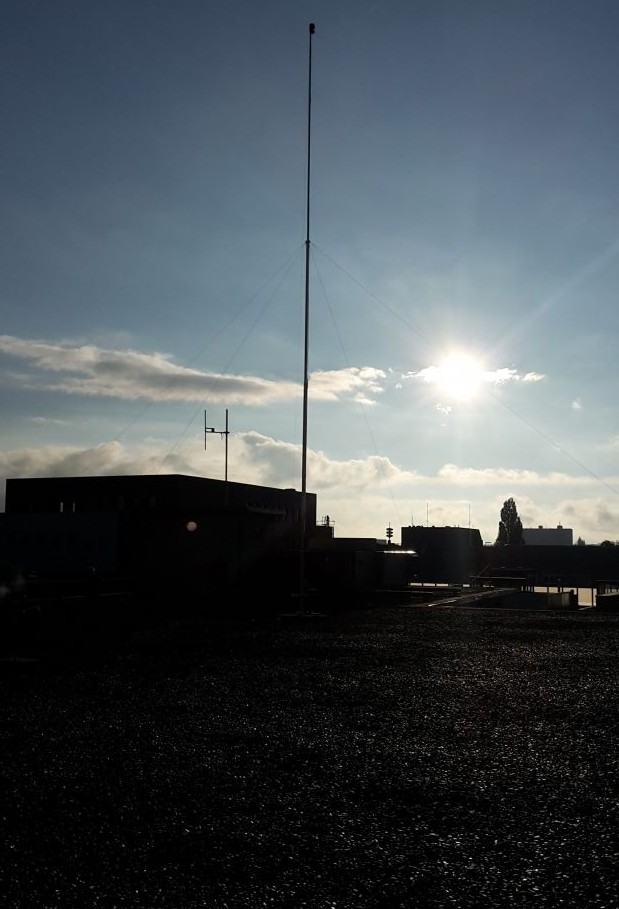 AM 1395 kHz inverted V.