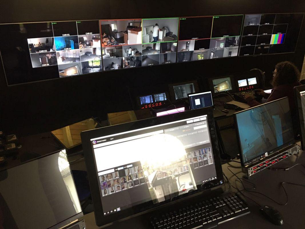 Das Haus regie boven. Bas nog net in beeld een van de 32 cams aan het testen.