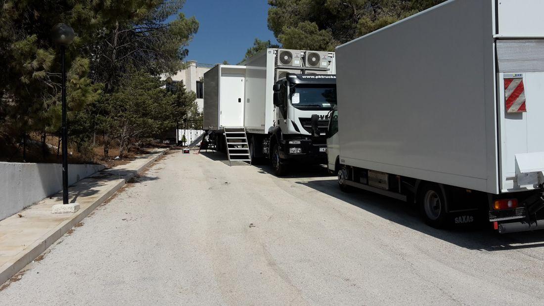 Royal Hashemite Court OB 1:  UHD/ 4K 15 camera regie trailer. Op voorgrond de materiaal wagen.