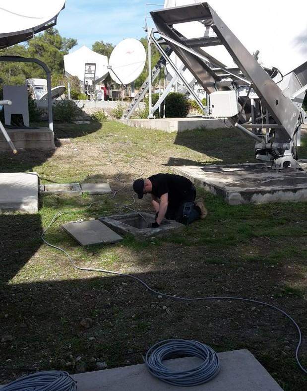 Noorsat Cyprus: Nieuwe bekabeling voor remote 5m60 schotels.